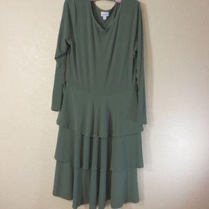 LuLaRoe Woman Dress Long Sleeve Green Size 2XL